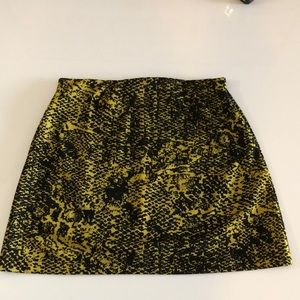 NWT: Size 6 - 24 Colours skirt